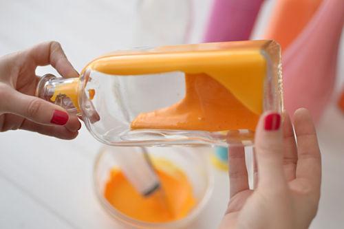 diy_pintar_botellas_tarros_floreros_color_blog_ana_pla_interiorismo_decoracion_5