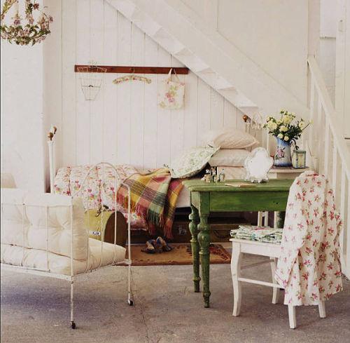Rincones con encanto el hueco de la escalera ana pla for Decoracion debajo de escaleras con plantas
