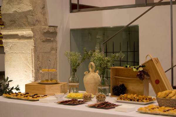 Mesa salada en el museo mubag de alicante ana pla - Decoracion alicante ...