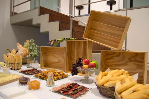 Mesa salada en el museo mubag de alicante ana pla for Mesa salada para cumple