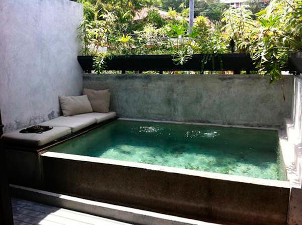 Piscinas peque as con encanto ana pla interiorismo y - Decoracion piscinas pequenas ...