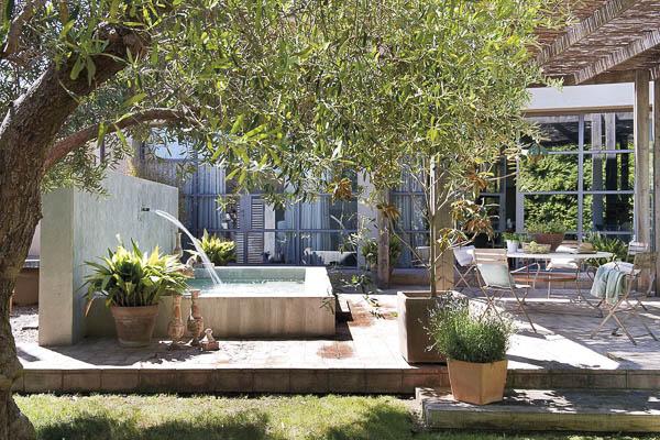 casa_campo_reconvertida_verano_estilo_industrial_1